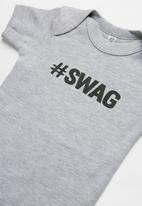 Funky Shop - Slogan baby grow- grey