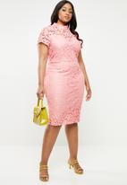 Missguided - Curve cap sleeve lace midi dress - pink