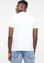 Levi's® - Graphic set in neck 2 HM photo - white