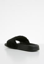 POP CANDY - Faux fur sliders - black