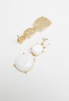 Superbalist - Anna resin drop earrings - white