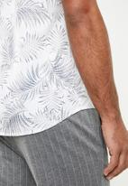 Only & Sons - Timothy palm leaf shirt - white