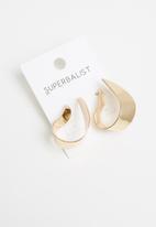 Superbalist - Blair curved earrings - gold