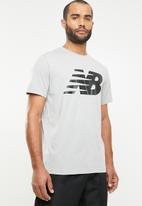 New Balance  - NB Logo graphic tee - grey