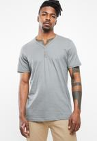 Cotton On - The Other henley tee - grey