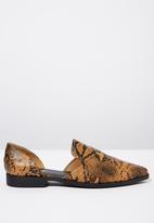 Cotton On - Snakeskin open waist flat - brown
