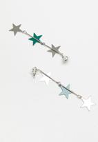STYLE REPUBLIC - Star statement earrings - green & silver