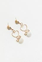 STYLE REPUBLIC - Pom pom heart earrings - gold & white