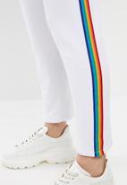 c(inch) - Rainbow stripe pants - white
