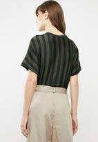 Jacqueline de Yong - Minna short sleeve top - black & green