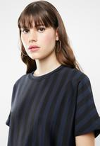 Jacqueline de Yong - Minna short sleeve top - navy & black