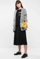 Jacqueline de Yong - Bugs short sleeve embellished top - black
