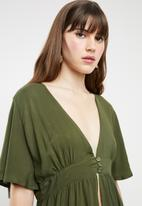 STYLE REPUBLIC - High low blouse - green