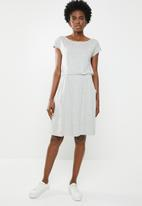 edit - Short sleeve dress with pockets - grey