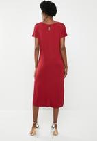 edit - Short sleeve keyhole detail dress - red