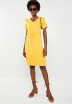 edit - Short sleeve dress with draw-cord - yellow