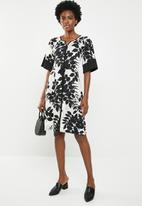 edit - Wide sleeve Dress - black and white