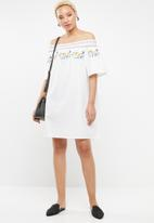 STYLE REPUBLIC - Boho embroidered bardot dress - white