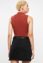 c(inch) - High neck bodysuit - rust