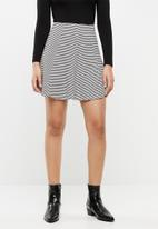 c(inch) - Fit and flare mini skirt - white & black
