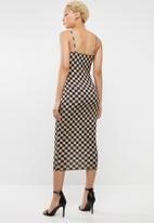 Missguided - Printed checkerboard midi dress - neutral