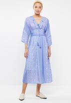 STYLE REPUBLIC - Lace-Up Maxi dress - blue & white