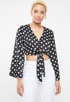 STYLE REPUBLIC - Front button crop top - black