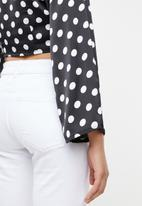STYLE REPUBLIC - Front button crop top - black