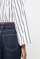 STYLE REPUBLIC - Front button crop top - white & navy