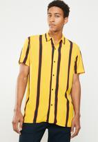 Jack & Jones - Tyler short sleeve shirt - yellow & navy