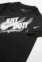 Nike - Nkb painted jdi swoosh short sleeve T-shirt  - black