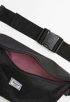 HERSCHEL - Sixteen hip pack - black
