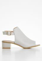 Jada - Slingback heel - pale grey