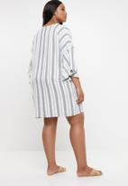 STYLE REPUBLIC PLUS - Volume sleeve tunic dress - white & grey