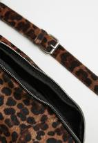 ONLY - Zipper pu bumbag acc - black & brown