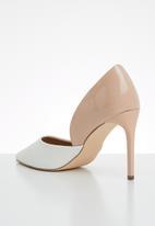 Madison® - Sia court - white & neutral