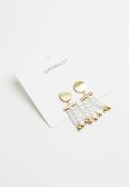 Superbalist - Pearl fall earrings - gold & white