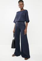 edit - Easy wearing linen blend top - navy