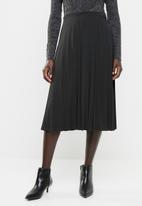 edit - Pleated flared skirt - black