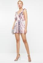 Missguided - Snake print ruffle back playsuit - pink & navy
