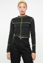 Missguided - Contrast stitch crew neck long sleeve top - black & green