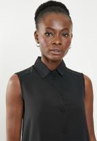 edit - Sleeveless button down blouse - black