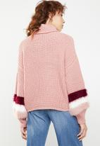 Missguided - Roll neck fluffy stripe sleeve jumper - pink