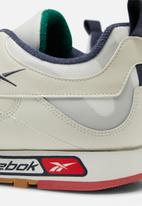 Reebok Classic - Classic Leather Alter The Icons 3.0 - chalk/skull grey/heritage navy