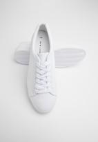 New Look - Lace up flatform sneakers - white