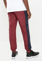 Mennace - Shell tracksuit bottom - red