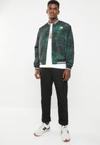 New Balance  - Essentials dark jungle stadium jacket - black & green