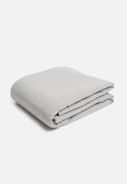 Hertex Fabrics - Fleur bed quilt - brunia