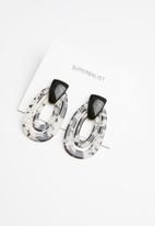 Superbalist - Double hoop resin earrings - black & white