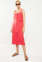 STYLE REPUBLIC - Midi front button dress - red
